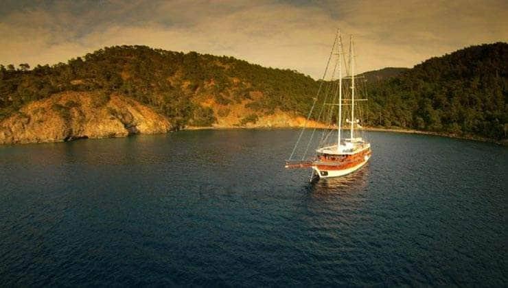 Queen Atlantis Yacht
