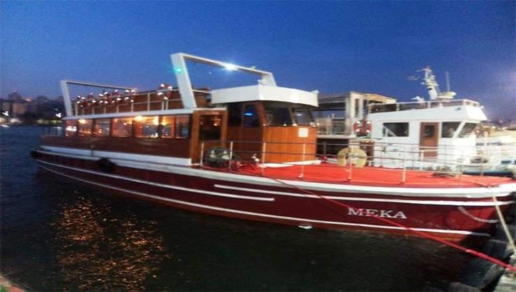 Tour Boat 4